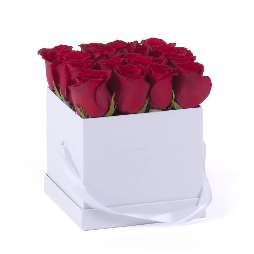 """Flower box biela kocka """"M"""" červené ruže"""
