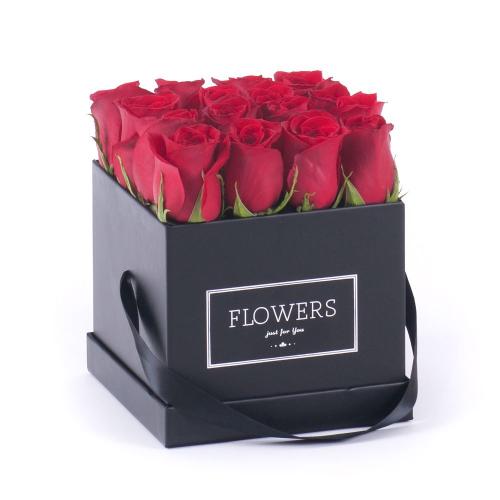 """Flower box čierna kocka """"M"""" červené ruže"""