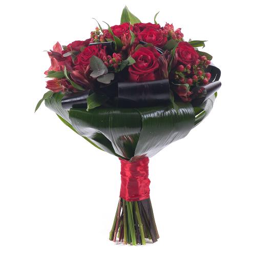 Lady červené ruže a hypericum