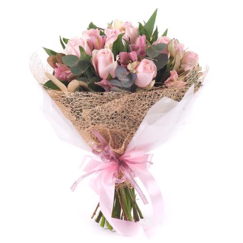Sweet ružové ruže a alstromérie s eukalyptom