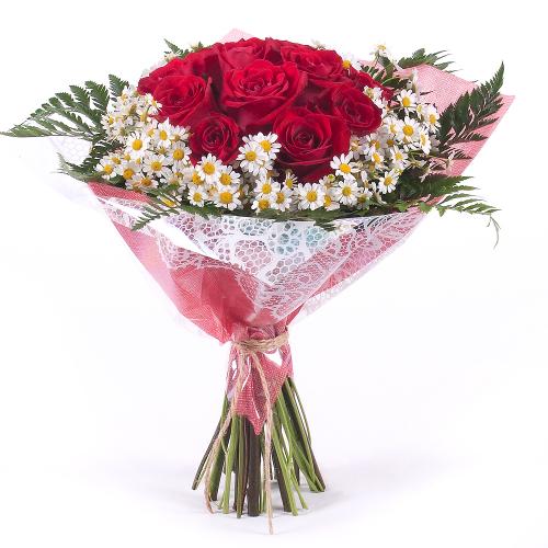 Sweet červené ruže s kamilkami