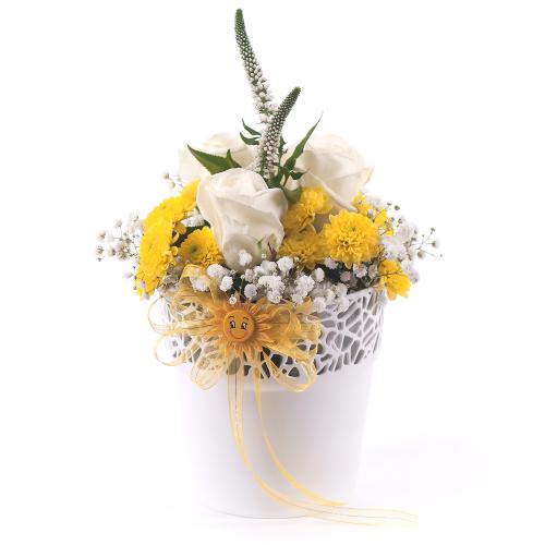 """Biely flower pot """"S"""" žlté santíny a biele ruže"""