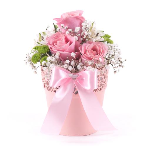 Ružový flower pot ružové ruže a biele alstromérie