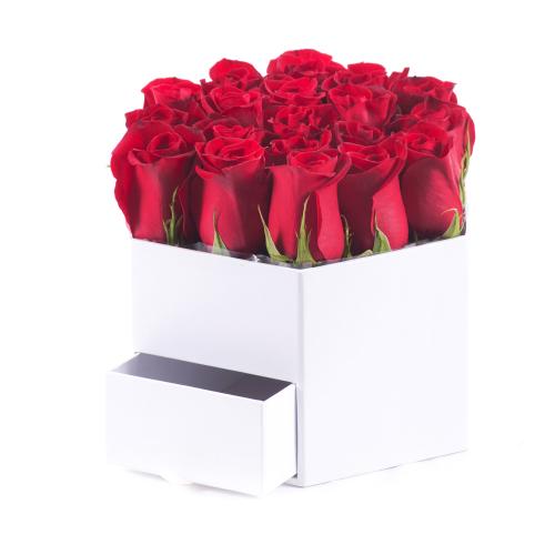 Flower box biely šesťhran červené ruže
